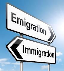 В чём существует разница между иммиграцией и эмиграцией