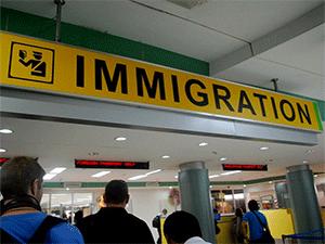 Стойка «Immigration» в аэропорту